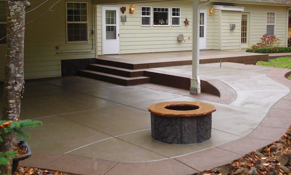 Patio with steps and firepit